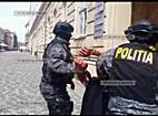 Romii care au atacat cu furca si parul politistii din Recas afla daca vor fi arestati