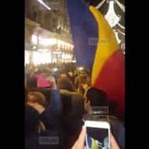 Patriotismul romanesc e viu si peste hotare. Romanii au sarbatorit 1 Decembrie pe strazile din Viena