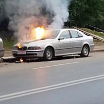 BMW in flacari in zona Dambovita din Timisoara