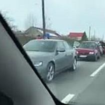 Accident provocat de un sofer care a intrat in coloana de masini care astepta la trecerea la nivel c