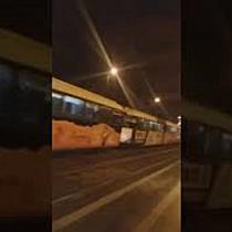 Aventuri cu STPT: tramvai Armonia blocat și șofer cu autobuzul pe trotuar