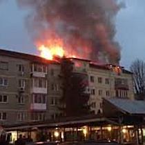 Incendiu puternic la mansarda unui bloc de pe Calea Martirilor din Timișoara 4