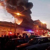 Incendiu puternic in zona Pietei Traian  Un imobil a fost cuprins de flacari