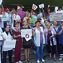 Sindicalistii din SANITAS protesteaza in fata spitalelor din Timisoara
