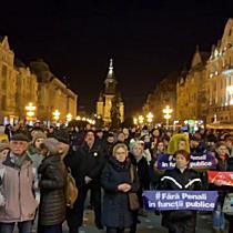 """Timișorenii s au strâns în Piața Victoriei unde protestează împotriva """"statului represiv"""""""