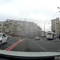 Bătrân care aleargă după troleibuz, ignorat de șoferul STPT  I a închis ușa în nas