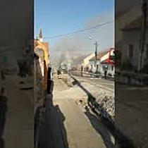 Incendiu puternic la un microbuz, în centrul Detei