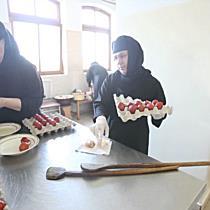 O mie de oua inrosite de maicutele de la Manastirea Timiseni Sag