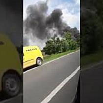 Mașină cuprinsă de flăcări în mers, pe drumul ce leagă Timișoara de Moravița