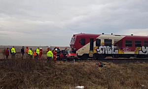Tânăr în stare gravă după ce mașina în care se afla a fost lovită de tren, lângă Timișoara