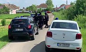 Polițist în misiune, împușcat de suspectul pe care îl urmărea, la Izvin