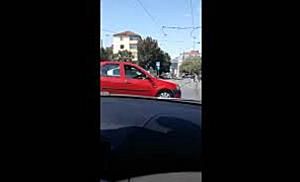 Doi tineri s au filmat conducand nebuneste in zona pietonala din Timisoara si injurand trecatorii