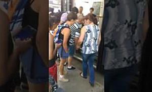 Au incercat sa urce cu scaunul rulant in tramvaiele din Timisoara II
