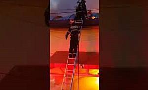 Un mort si doua cladiri distruse in urma unui incendiu violent, la Timisoara