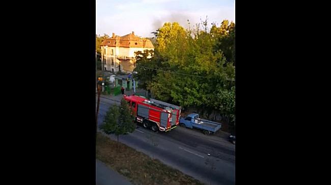 Masina de gunoi cuprinsa de flacari in curtea RETIM, la Timisoara