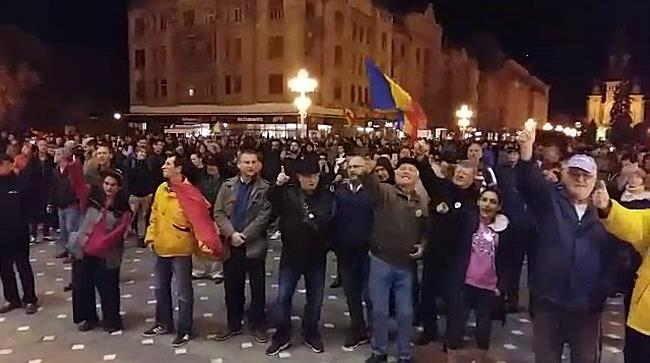 Protest masiv in centrul Timisoarei impotriva modificarii Legilor Justitiei