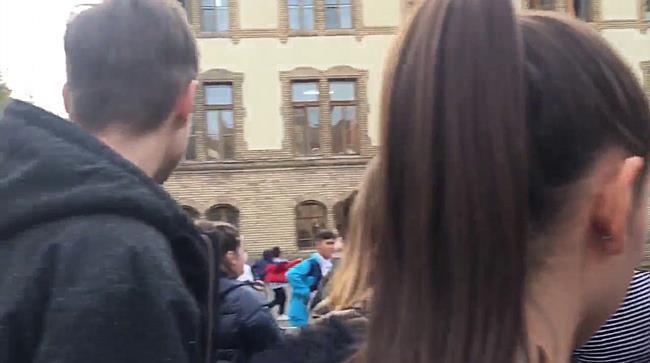 Protest la Liceul Pedagogic din Timisoara   elevi care cer sa intre si sa iasa din scoala cand dores