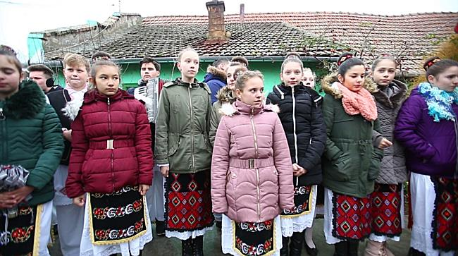 In Timis inca se mai merge cu colinda. Preotul din Comlosu Mare: Incercam sa pastram traditiile