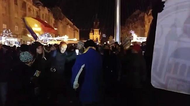 Protest pe ritm de colinde in centrul Timisoarei