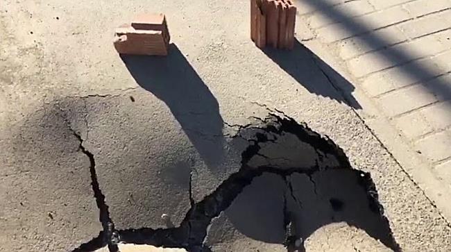 Crater pe pista de biciclete de pe Musicescu