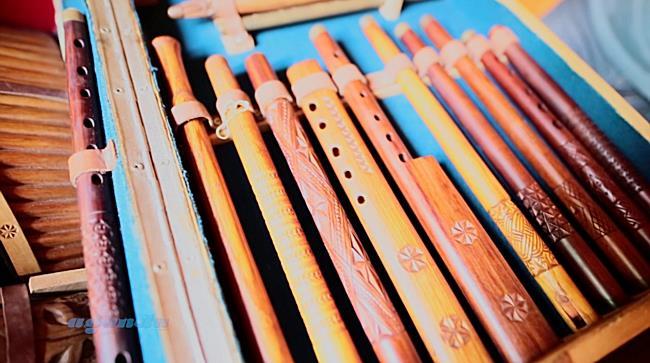 Un cercetator timisorean detine o impresionanta colectie de instrumente muzicale, unica in Romania