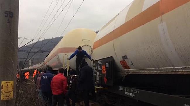 Circulația feroviară, blocată în zona Băile Herculane