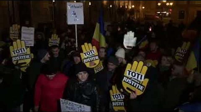 Protest printre casutele de la Targul de Craciun. Timisoara, din nou in strada
