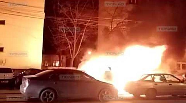 Incendiu violent in Calea Girocului. Doua masini distruse complet si doua avariate