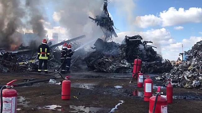 Incendiu puternic la un depozit din Calea Șagului