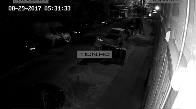 Hotii din buzunare, filmati in timp ce spargeau un apartament, la Timisoara