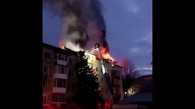 Incendiu puternic la mansarda unui bloc de pe Calea Martirilor din Timișoara 5