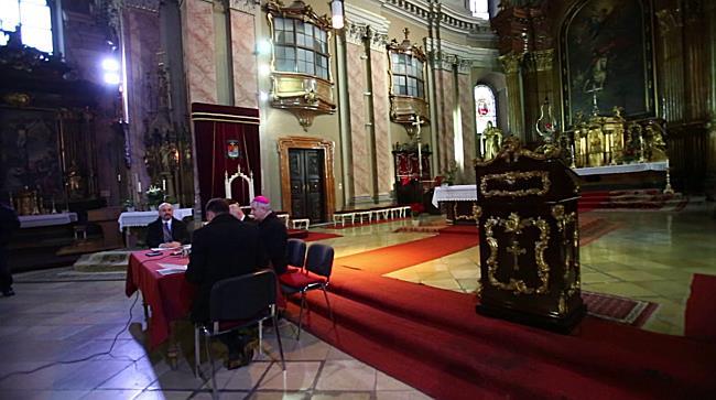 Încep lucrările de restaurare la Domul Catolic din Piața Unirii