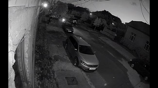 Tineri filmați de camerele de supraveghere în timp ce fură o mașină, la Timișoara