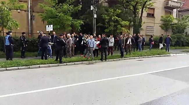 Dăncilă așteptată de protestatari și la Mitropolie. Subiectele discuției