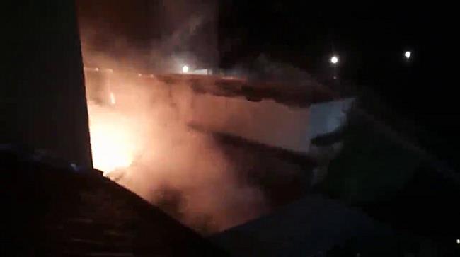 O clădire a DRDP și mai multe locuințe au fost afectate de un  incendiu puternic
