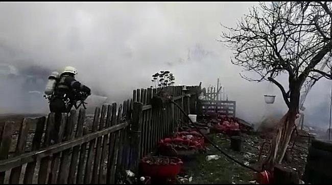 Incendiu puternic la Bara. O anexa a unei gospodarii s-a facut scrum