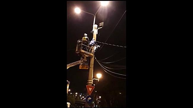 Ghilotina lui Robu, în acțiune pe Arieș  Cititorii tion ro reclamă că operatorii întind cabluri prin