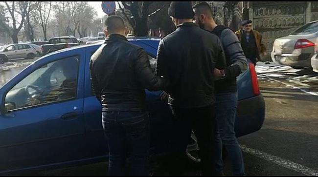 Bărbat reținut după ce a spart două locuințe și a furat bunuri în valoare de 13 000 de lei, la Timiș