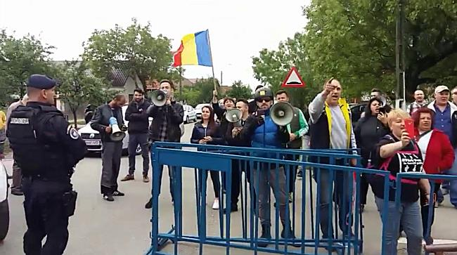 Viorica Dăncilă, prim-ministrul României, așteptată cu huiduieli la Giarmata, în Timiș
