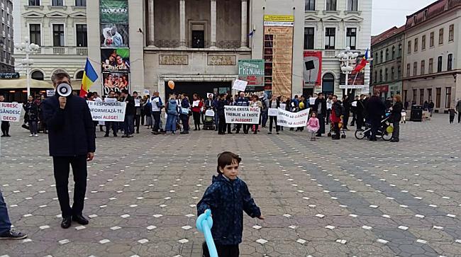 Protest impotriva vaccinarii obligatorie a copiilor, la Timisoara